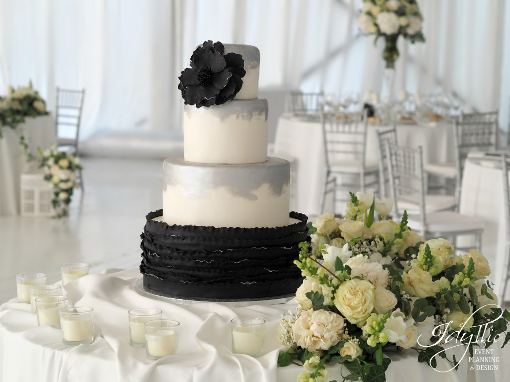 tort nunta cu detalii negre idyllic events