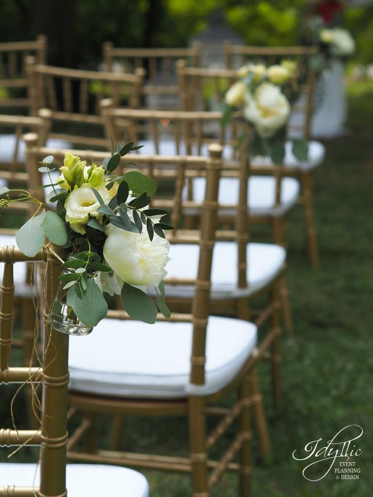 Aranjament floral scaun chiavari