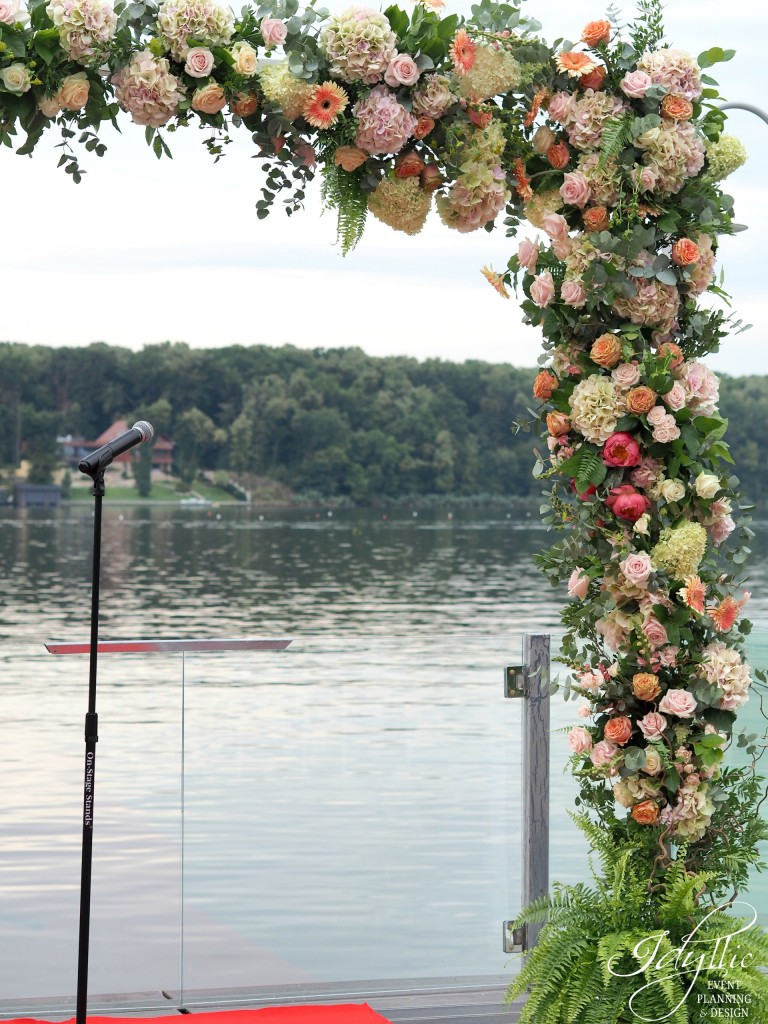 Arcada flori ceremonie religioasa by Idyllic Events