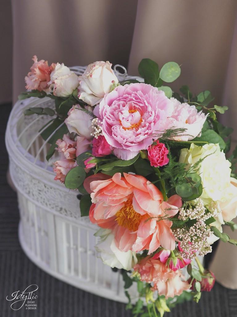 Colivie decorata cu flori