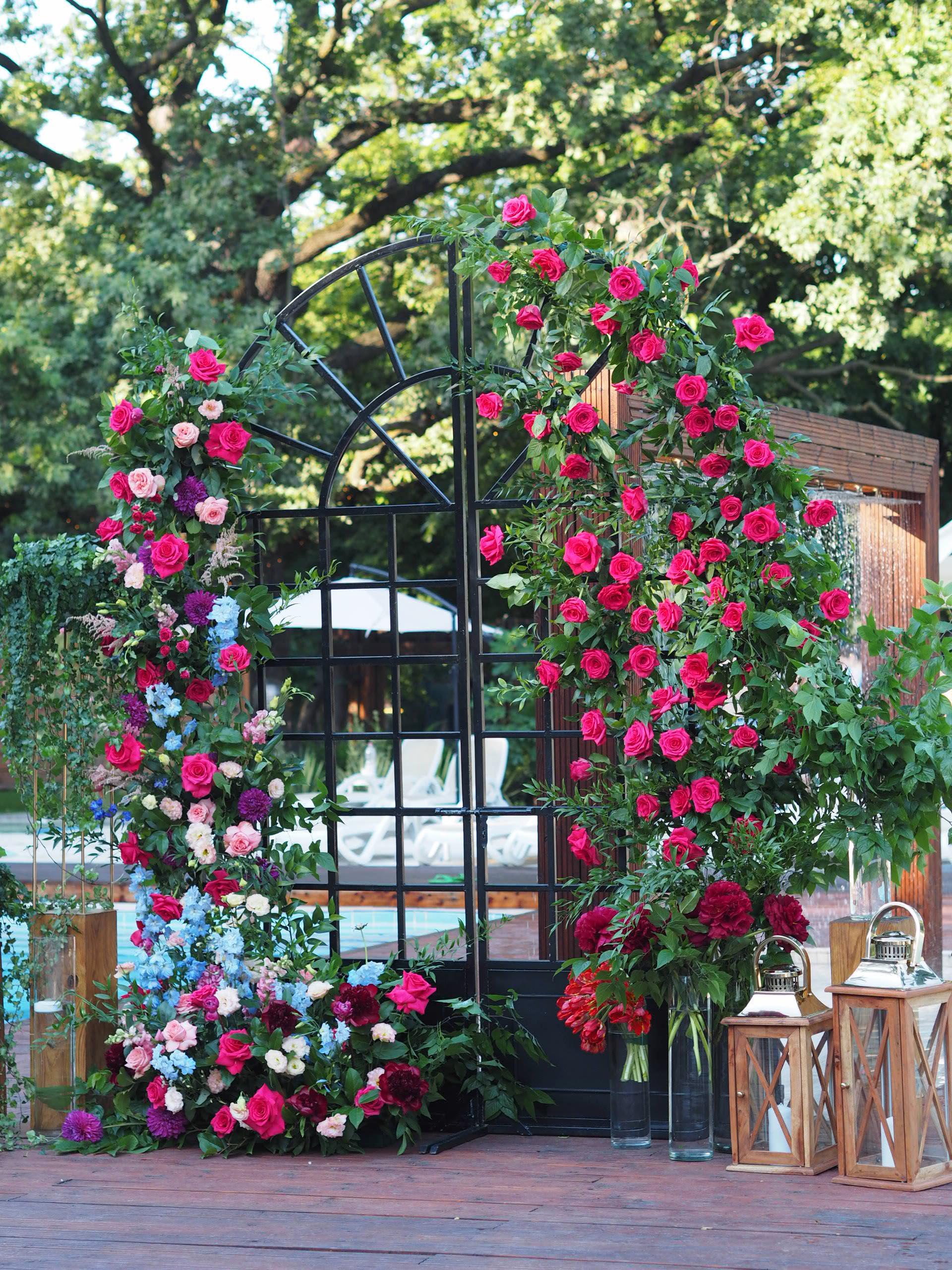 Photocorner nunta decorat cu flori