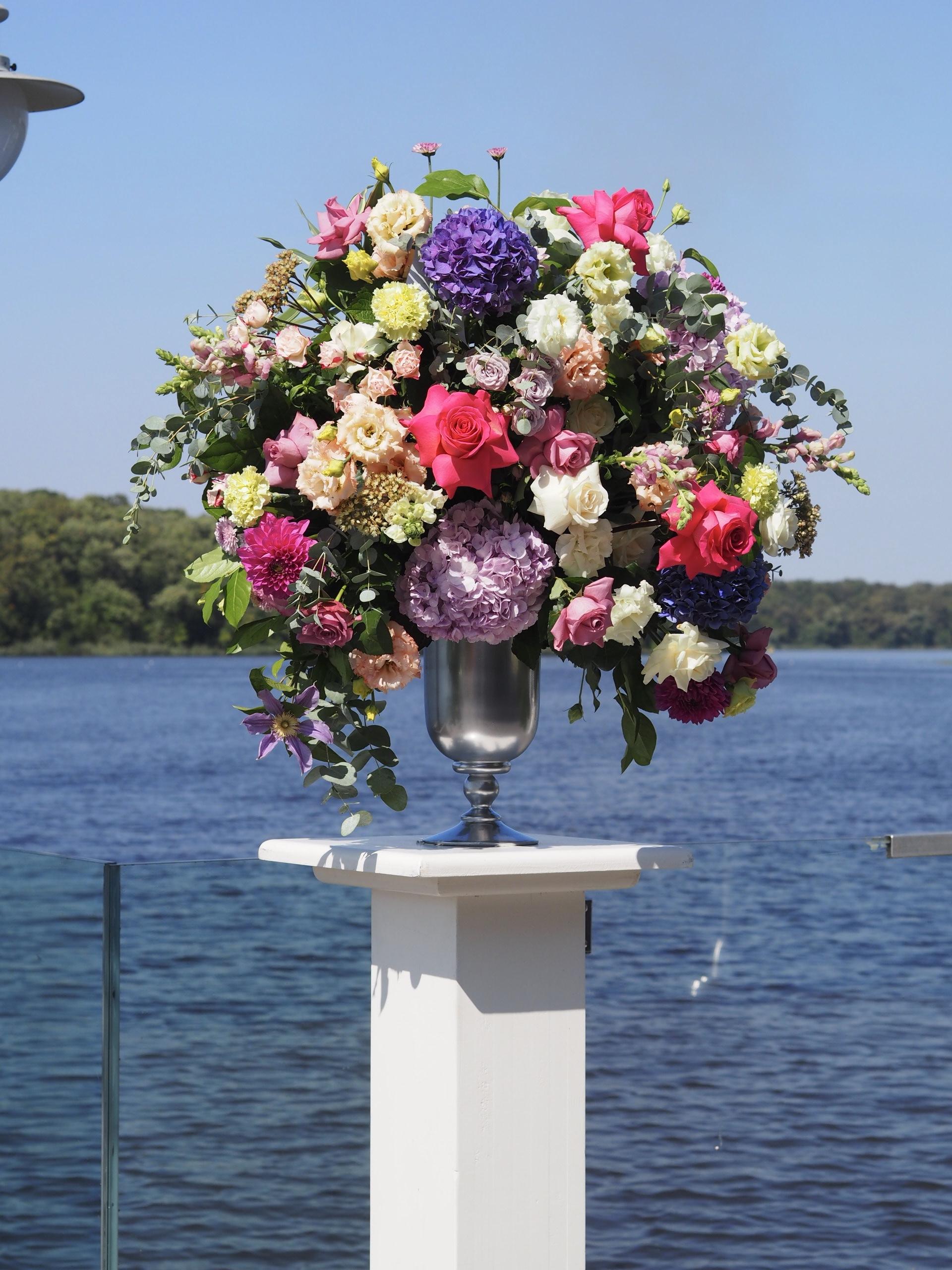 Aranjamente florale pe piedestaluri